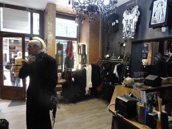 goths und die welt: meine dunkle seite - schmidtfilm - Einzimmerwohnung Einrichten Interieur Gothic Kultur